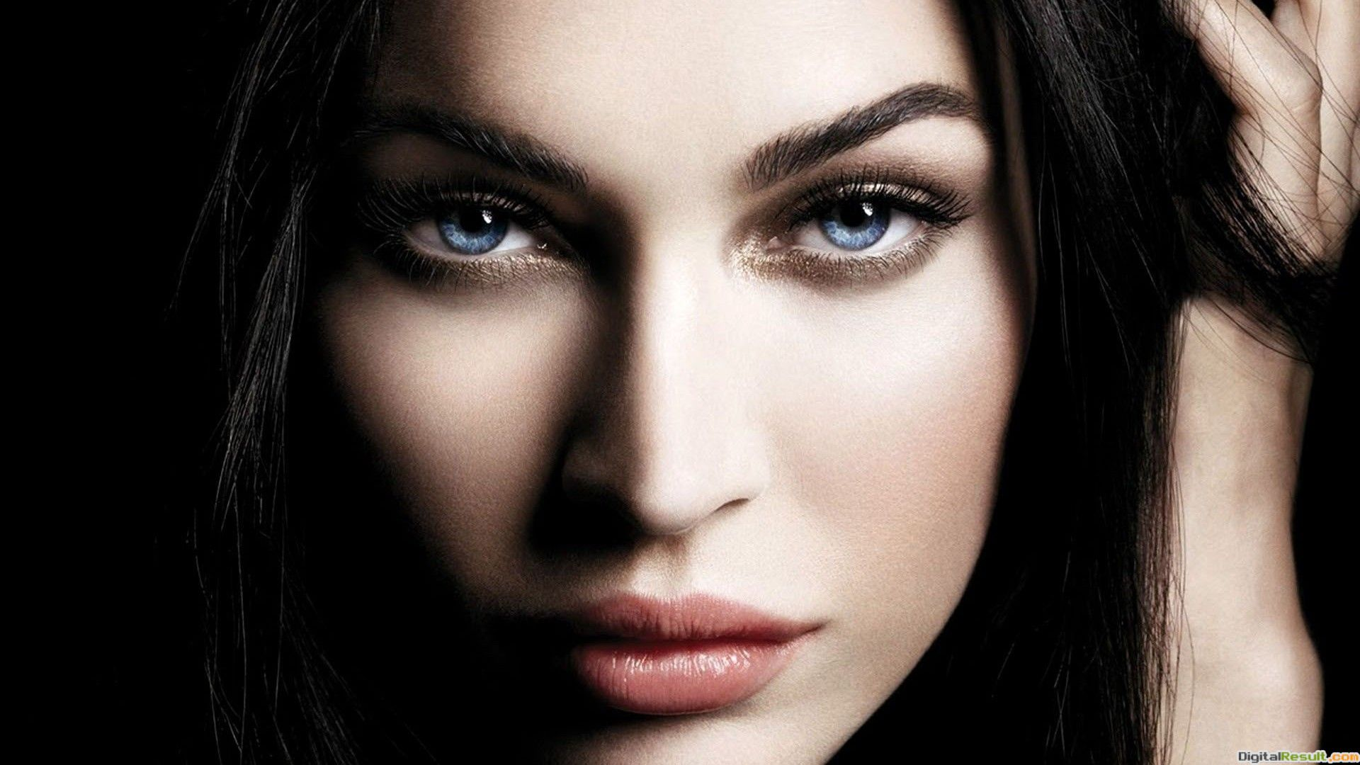 Blue Eyes Girls HD Images 34