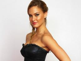 File Name : Bar Refaeli Pictures HD wallpapers 1924