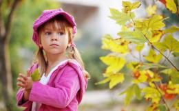 Cute Child Walking In Autumn Park | 1920 x 1200 | Download | Close 1328