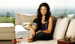 Download Danielle Campbell Cool Smile Hd Wallpaper – HD Wallpapers 1877