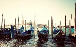 2014 Gondolas In Venice Italy Background HD Wallpaper 847