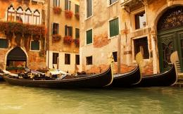Home » Сity »Gondolas in Venice, Italy HD Desktop Wallpaper 1861