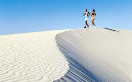 PeoplePeople on vacationDownload wallpaper Jogging on the dunes 1557