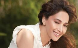 Madhuri Dixit HD Wallpapers 1915