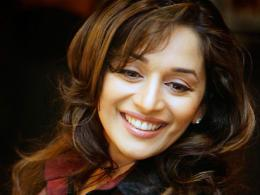 wallpaper madhuri dixit 7 540x405 Madhuri Dixit HD Wallpapers 1876