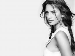 Penelope Cruz Black and White Wallpaper 210