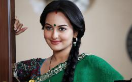 Wallpaper: sonakshi sinha in green sarees hd wallpapers 1126