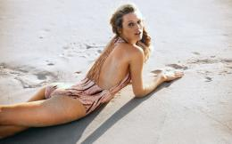 toni garrn on beach toni garrn model pictures toni garrn background 1710