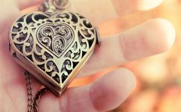 Wallpaper: heart pendant jewelry hd wallpapers 1412