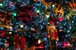 Christmas Tree with Nutcracker wallpaperClick picture for high 1327