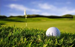 Desktop hd wallpaper met golfbal op de golfbaan 1396