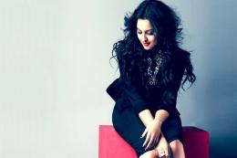 Sonakshi Sinha hot hd wallpapers ~ HIGH RESOLUTION PICTURESHoliday 1104