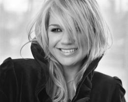 File Name : Kelly Clarkson Black and White Wallpapers 900