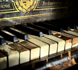 Old Piano Samsung Galaxy S4 Wallpaper 1550
