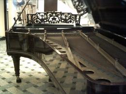 Grand Piano Wallpaper is available for download in following sizes: 606