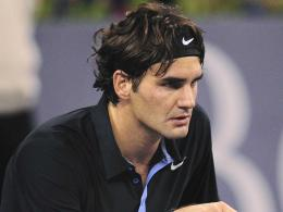Photo of our tennis star with a dark blue polo shirt and Nike headband 857