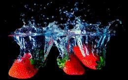 Download Strawberry Splash wallpaper 955