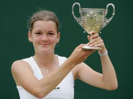 agnieszka radwanska with trophy high defination wallpapers 1629