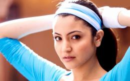 Anushka Sharma Sport Look 1609