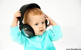 HD Funny Baby listening Music Wallpaper 1302