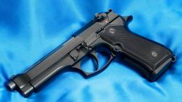 wallpapers pistol, beretta 92f, 9mm, Beretta, trunk, leaf, Guns, photo 952