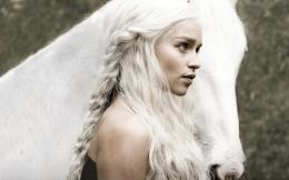 Emilia Clarke HD Wallpaper | Emilia Clarke Photos | Cool Wallpapers 1799