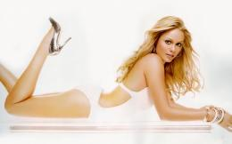 Laura Vandervoort HD Wallpapers 117
