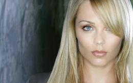 Laura Vandervoort HD Wallpaper | Laura Vandervoort Pictures | Cool 1141