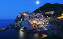 Manarola italy under full moon houses 120