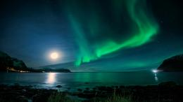 Northern Lights Night Green Stars Moonlight Ocean Shore HD Wallpaper 1081