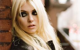 Taylor Momsen HD Photo Wallpaper 1517