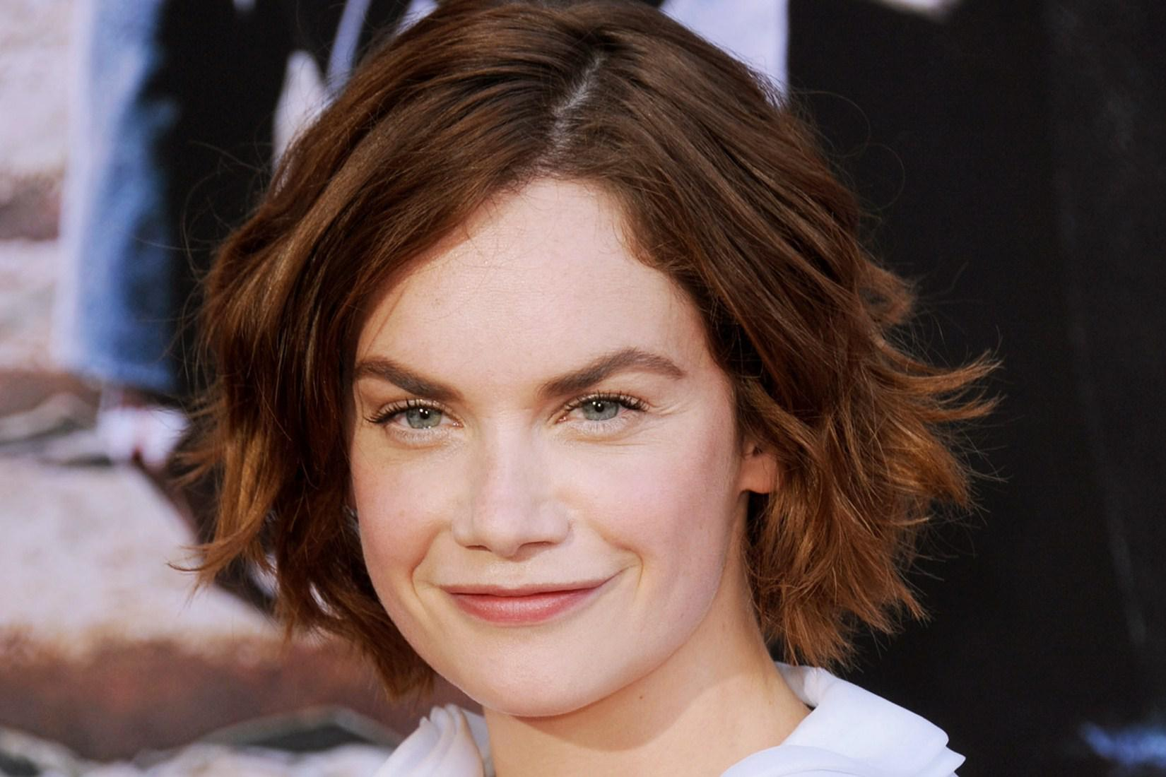 HD Ruth Wilson Smiling Wallpaper 959