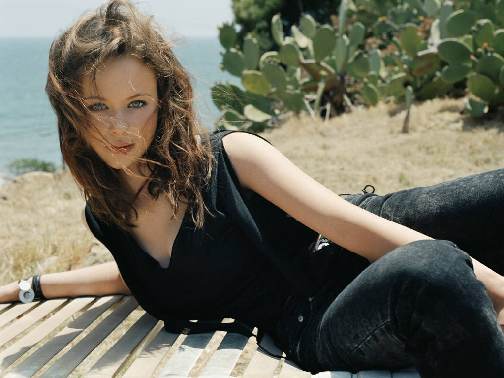 Hollywood actress wallpapers: Thora Birch hd wallpapers 1966