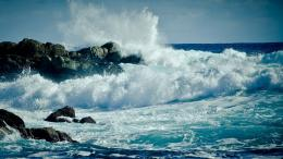Waves Crashing Against Rocks picture 1609