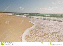Breaking wave curve on sandy beach in motion with bubbles, splashes 171