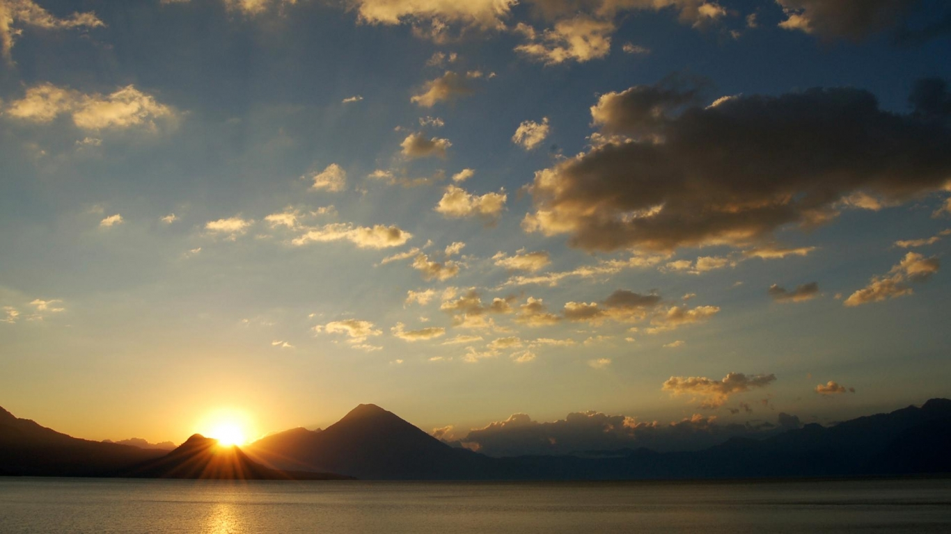 Download Sunrise over the mountains wallpaper in Nature wallpapers 305