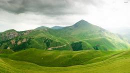 Beautiful green mountains wallpaper 715