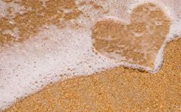 Love sign on the beach wallpaper 1687