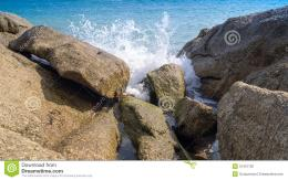 The Waves Break On The Rocks Stock PhotographyImage: 31451702 1717