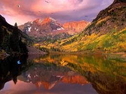 Wonderful Lake Mountain Screensaver 504