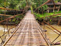 depositphotos 7510303 Hanging Bridge in the jungle jpg 1294