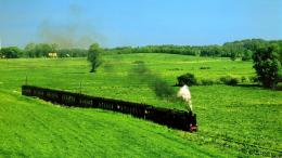Streamtrain in Green Field HD large resolution background image 252