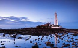 St Marys Lighthouse Reflected in Tidal Pool wallpaper 1036