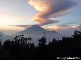 Enjoy the Magnificent Golden Sunrise at Sikunir, Dieng Plateu 942