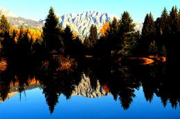 Perfect autumn reflection lake mountains:High Contrast 579
