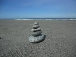 rock stacking Gold Bluffs Beach 898