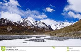 Beautiful landscape of snow mountain under blue sky and white cloud 1052