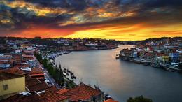 Download City and harbor in the sunset 2560x1440 Wallpaper 1081