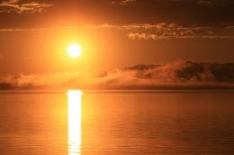 PanoramioPhoto of Sun Rising over Low Clouds and Yellowstone Lake 672