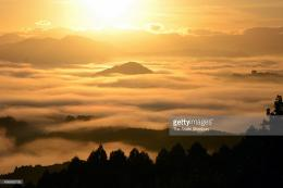 The sun rises above the sea of clouds on November 9, 2015 in Iizuka 1258